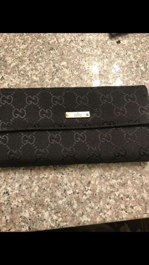 Gucci wallet good condition 200$ obo for Sale in Los Angeles, CA