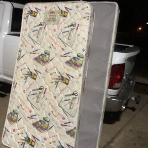 ***FREE*** Twin Mattress and Box Spring for Sale in Acworth, GA
