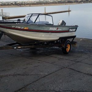 1994 17 Ft Bass Tracker Deephull Aluminum for Sale in San Diego, CA