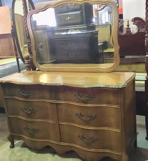 Gorgeous Bassett Furniture Serpentine Front Lowboy Dresser- Delivery Available for Sale in Tacoma, WA