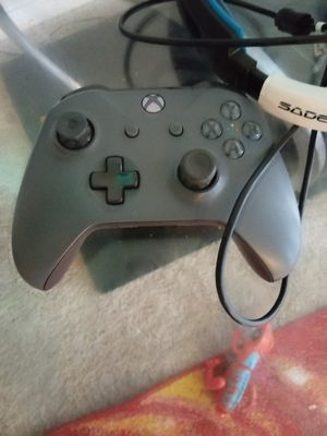 Xbox one controller for Sale in Oxon Hill, MD