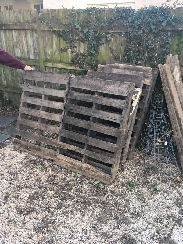 FREE Pallets & Tomato Cages