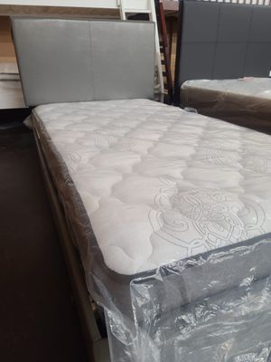 Twin platform bed with a smooth top mattress for Sale in Carmichael, CA