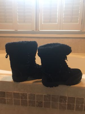 Snow boots for woman for Sale in Atlanta, GA