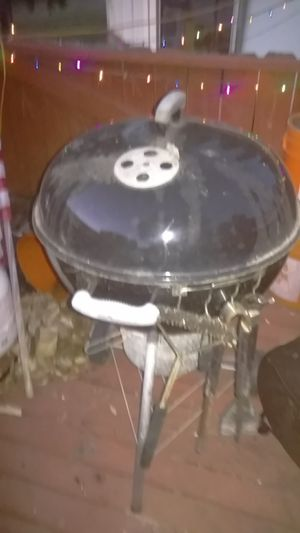 Weber Charcoal Grill with Ash Bucket for Sale in San Diego, CA