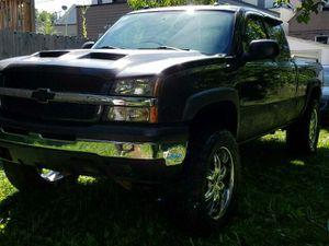 Chevy Silverado Z71 2004 151k milles 6500 OBO for Sale in Chicago, IL