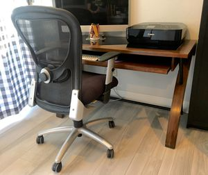 Desk with 9to5 office chair for Sale in Chula Vista, CA