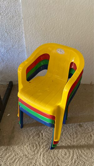 4 kids chairs for Sale in Glendale, CA