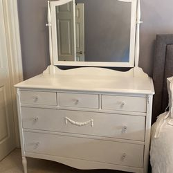 Darling Shabby Chic Dresser & Nightstand, for Sale in Issaquah,  WA