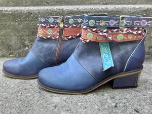 Ladies boots size 8 wide for Sale in Covington, KY