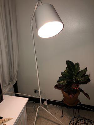 Floor lamp for Sale in Honolulu, HI