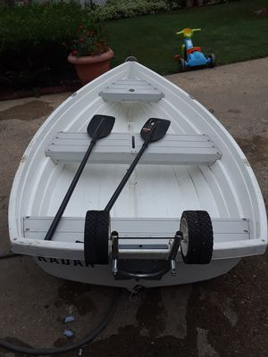 Row boat with 2 padles for Sale in Franklin Park, IL