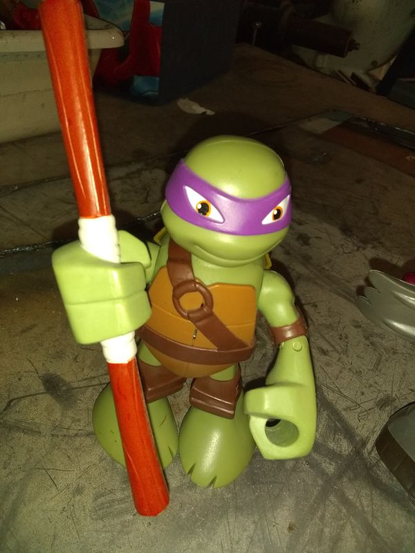 FULL SIZE ACTION AND SOUND ACTIVATED NINJA TURTLE ACTION FIGURES