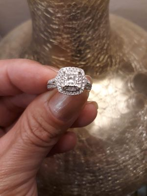 WEDDING RING 1.5 QT. **Rent is due😫PRICE LOWERED ** for Sale in Fresno, CA