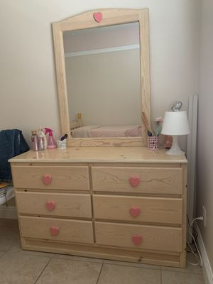Wooden 6-unit Drawer Dresser for Sale in Moreno Valley, CA