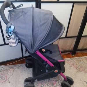 Stroller Gb Qbit Lte never used beautiful color new $300 for Sale in Queens, NY