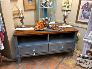 Tv console for Sale in Scottsdale, AZ