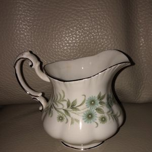 "VINTAGE PARAGON ""DEBUTANTE"" BONE CHINA INDIVIDUAL CREAMER- ENGLAND for Sale in Palm Bay, FL"
