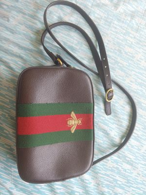 Gucci Sling leather bag. Includes dustbag and carecards. for Sale in Los Angeles, CA