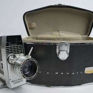 Bell & Howell Directors Series Zoomatic 8mm With Case for Sale in Winfield, IL