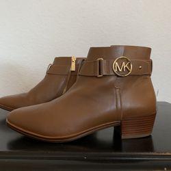 Michael Kors Boots (Women's) - 7M/37M for Sale in San Antonio,  TX