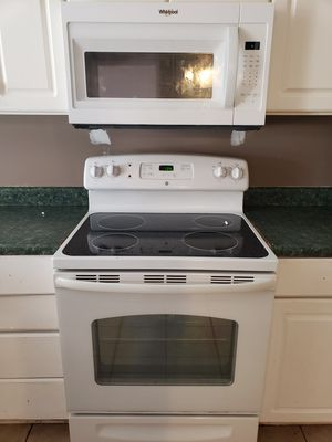 Whirlpool oven and microwave for Sale in Indian Springs Village, AL