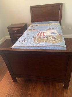 Bedroom set (twin size) For Sale  for Sale in Miami, FL