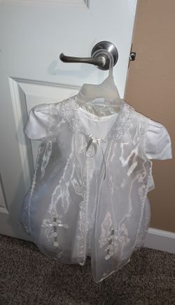 Beautiful all white baptismal dress comes with headband our baptismal hat size 4 for Sale in Seattle,  WA