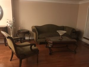 6 piece living room set including coffee & end tables for Sale in Fairfax Station, VA