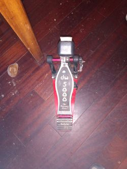 A Dw5000 Drum Bass Pedal for Sale in Salinas, CA