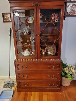 Antique China cabinet for Sale in Des Plaines, IL