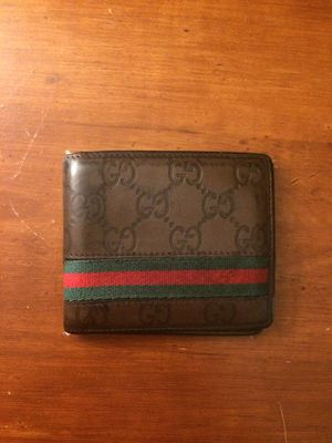 Gucci men's leather wallet for Sale in Chantilly, VA