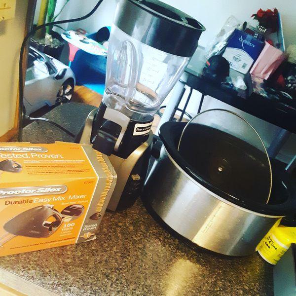 Crock pot cake blender and blender