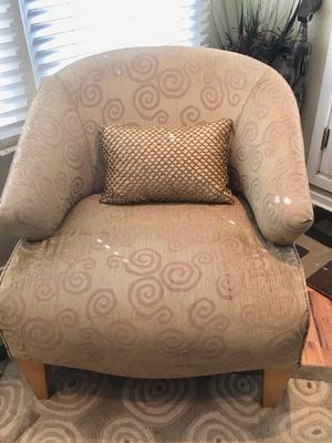 Beige upholstered chair for Sale in Chicago, IL