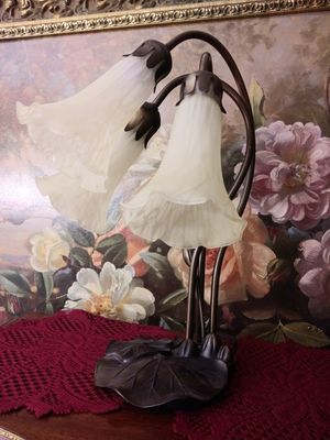 """Beautiful 3 armed Lily lamp 16"""" for Sale in Thornton, CO"""