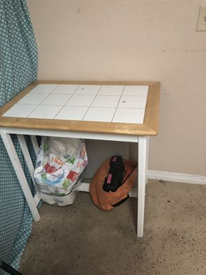 Small kitchen table for Sale in Pembroke Pines, FL