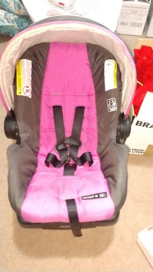 Baby carseat with base for Sale in Clayton, NC