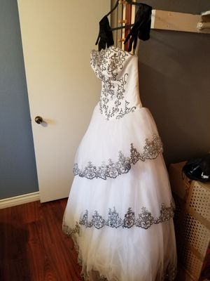 Custom made quinceanera dress (sweet 16) approximately. Size 12 for Sale in Colton, CA