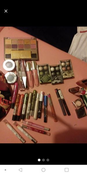 39 pieces hard candy makeup for Sale in Endicott, NY