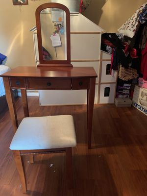 MAKEUP VANITY for Sale in La Mirada, CA