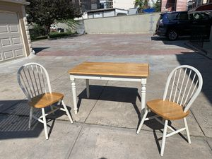 White wood kitchen dining table with 2 wood chairs for Sale in Queens, NY