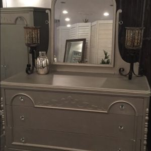 Elegant three piece bedroom set for Sale in Jackson Township, NJ