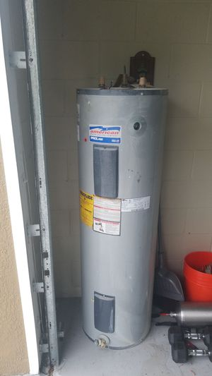 Water heater . (40 gallon) for Sale in Kissimmee, FL