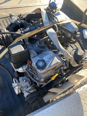 2001 Toyota Tacoma 2.7 engine and Tranny for Sale in Rancho Cucamonga, CA