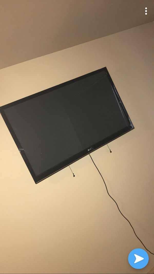"""50"""" inch LG Flat Screen W/ MOUNT , REMOTE INCLUDED !! Added extra pictures so you can get a visual of what it would look like mounted ."""