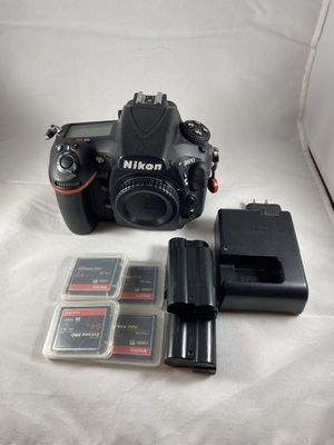 Nikon D810 body, 3 batteries, 4 64GB extremes pro memory cards, 2 lenses, peak designs case and strap and more. ~18k shutter count. for Sale in Riverside, CA