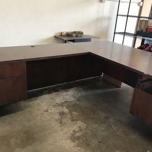 FREE Desk Located In Duarte for Sale in Irwindale, CA