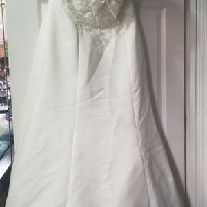 used wedding dress size 12 David's Bridal brand in good condition Color White for Sale in Washington, DC