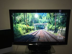 Panasonic Tv 35 inch. for Sale in Cranston, RI