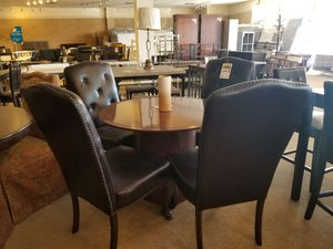 Round Elegant Dining Table with four chairs for Sale in Phoenix, AZ